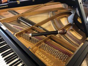 wat doet de pianostemmer
